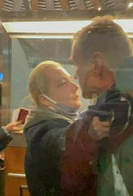 Юлия Навальная показала письмо от мужа из СИЗО: «Моя камера забита фотографиями котов»