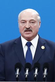 Лукашенко заявил, что «умные люди» давно вернулись к кнопочным телефонам