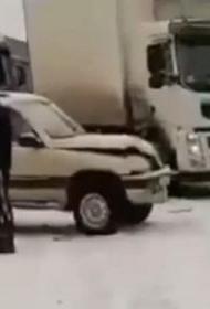 В ДТП под Краснодаром попали 17 автомобилей и автобус