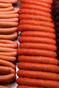 «Ъ»: в России предложили поднять цены на колбасу и сосиски
