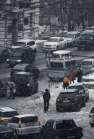 Аномальные холода и снегопады привели к большим пробкам в Москве
