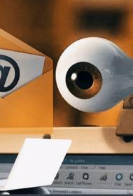 Интимные подробности: мошенники угрожают россиянам слежкой через веб-камеры