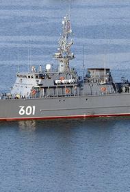 Боевой корабль ЧФ отразил авиаудар условного противника в Черном море