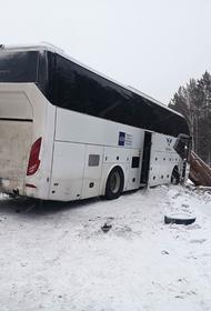 Пять человек погибли в ДТП с участием лесовоза и автобуса в Иркутской области