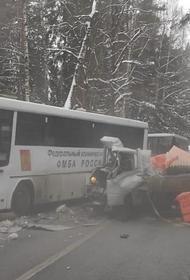 Автобус с врачами попал в ДТП с грузовиком в Химках