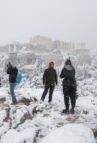 Сотни домов шестые сутки остаются в Греции без электричества после снегопада