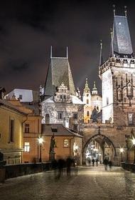 Жителей Чехии обязали носить респираторы или одновременно по две маски