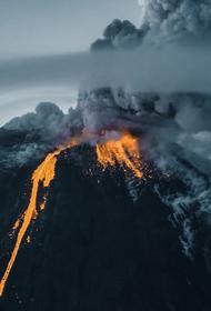 Извержение Ключевского вулкана на Камчатке набирает силу