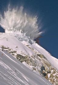 Саперы горного соединения ЮВО отработали дистанционный подрыв фугасов в горах