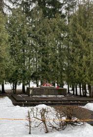 В латвийском городе Екабпилсе варвары разрушили советский воинский мемориал