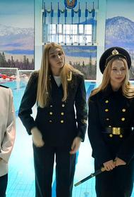 «Динамо-Уралочка» поздравила Защитников Отечества костюмированным парадом