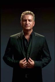 Известные актеры, певцы и музыканты опубликовали фото из дембельского альбома