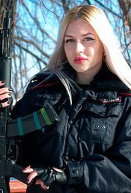 Самую красивую сотрудницу Росгвардии Анну Храмцову уволили со службы
