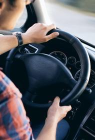 На востоке Москвы водитель такси сбил двух мужчин