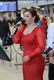 В Хабаровском аэропорту устроили концерт в честь 8 марта