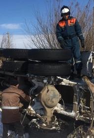 В Хабаровске военные спасатели помогли водителю опрокинувшегося большегруза