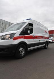 В Москве компания друзей закрыла бригаду медиков скорой в лифте и попыталась угнать их автомобиль