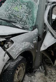 В аварии на трассе Челябинск-Екатеринбург зажало взрослого и ребенка