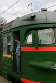 В Крыму 27-летняя женщина 8 марта погибла под колесами электрички маршрута Феодосия - Симферополь