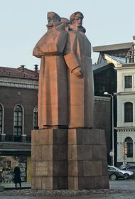 МИД Латвии: Уничтожение памятника латышским стрелкам в Санкт-Петербурге – неуважение к нашей стране