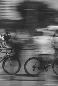 Автомобиль сбил 18 велосипедистов во Франции