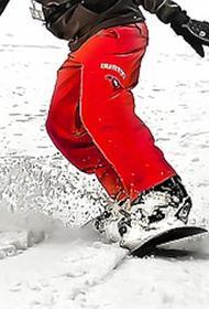 Сноубордистку спасли из глубокого сугроба в горах недалеко от Сочи