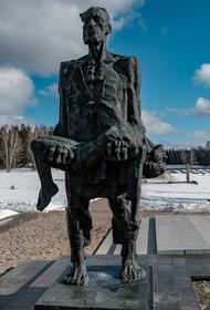 22 марта 1943 года украинские каратели и эсэсовцы - немцы сожгли деревню Хатынь и 149 её жителей