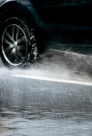 В Екатеринбурге несколько улиц затопило из-за аварии на водопроводе