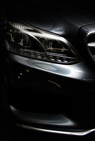Полиция ищет водителя автомобиля Mercedes, сбившего в Москве двух женщин и сбежавшего с места ДТП