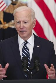 Fox News: Байден использовал «шпаргалки» на пресс-конференции