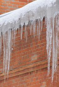 В Самаре на женщин упал снег с крыши, одна из них погибла