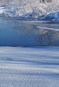 В Приморье два человека провалились под лед на реке и погибли
