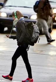 Пешеходная пробка: почему смартфоны замедляют движение
