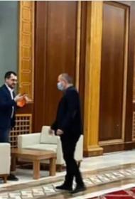 Министр здравоохранения Румынии оштрафован за то, что не надел маску