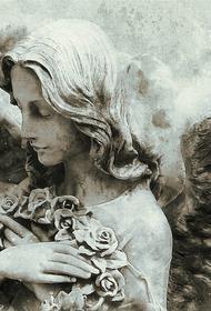 На Ваганьковском кладбище в Москве неизвестные вскрыли несколько урн с прахом в колумбарии