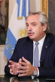 Президент Аргентины, заразившийся коронавирусом после прививки, призвал вакцинироваться: «Вакцина работает»