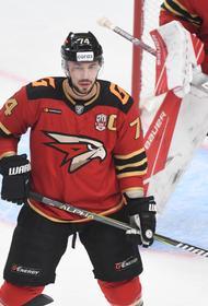 У капитана «Авангарда» Алексея Емелина тест на ковид показал отрицательный результат, но состояние хоккеиста тяжёлое
