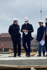 Депутаты ЗСК проинспектировали ход строительных работ в старокорсунской школе