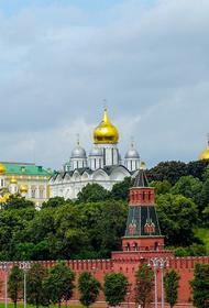 Утверждены новые правила посещения Московского Кремля: с беспилотниками и лыжами нельзя