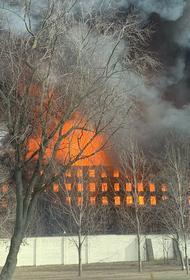 Источник в правоохранительных органах: предварительной причиной пожара на Невской мануфактуре стал поджог