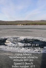 В Челябинской области рыбаки утопили свою машину в заповедной зоне