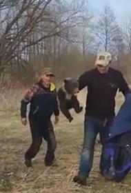 Видео: Чудовищная фотосессия с медвежонком