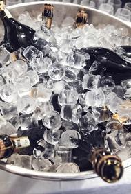 Французы поздравили россиян с годовщиной Победы шестилитровой бутылкой шампанского