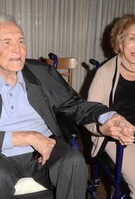 В возрасте 102 лет скончалась вдова актера Кирка Дугласа