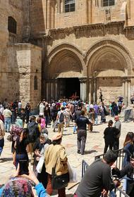 Благодатный огонь сошёл в храме в Иерусалиме.