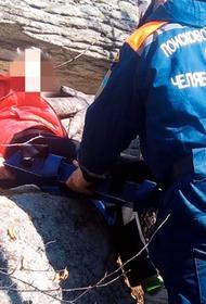 1 мая челябинские спасатели искали детей и несли на руках 70-летнюю туристку