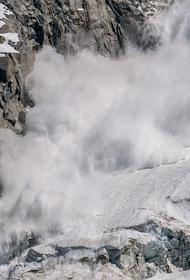В Бурятии группа туристов оказалась под снежной лавиной