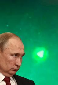 В США некоторые считают, что Путин посылает на Запад НЛО в виде пирамид