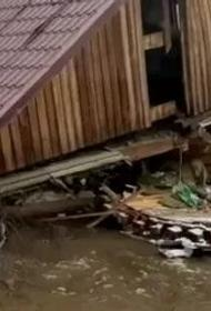 Ледоходом снесло магазин в Хабаровском крае
