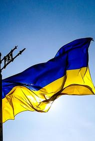 Видео, как в Харькове неизвестные уничтожили баннеры с поздравлениями ко Дню Победы